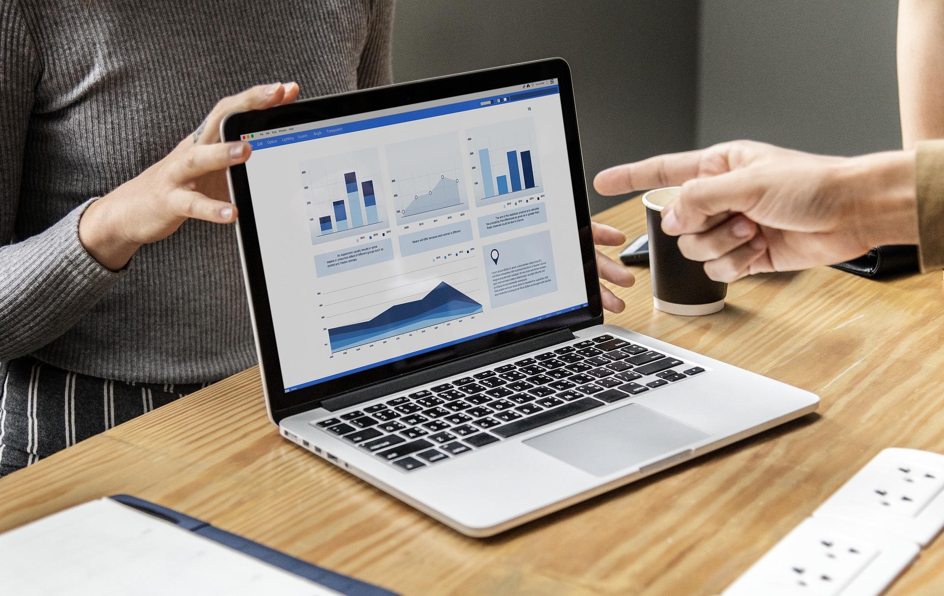 Utilisation d'outils d'analyses : Excel, Bases de données, Qlilk, Power Bi, Talend, Databases